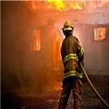 آتش سوزی پراید در پارکینگ؛ بانوی معلول نجات یافت – حوادث