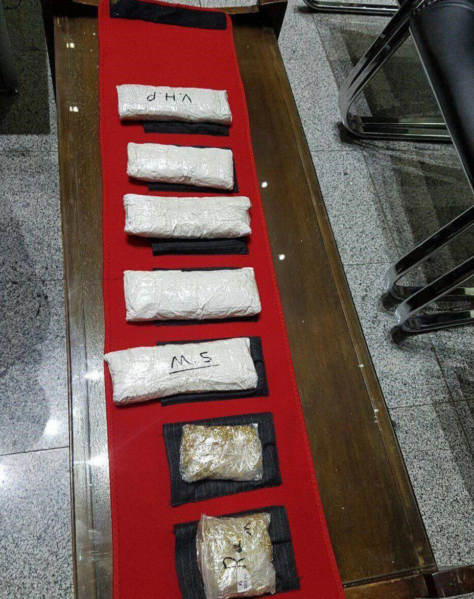 کشف ۷ کیلو طلای قاچاق از میان شال یک مسافر در تبریز+ تصویر