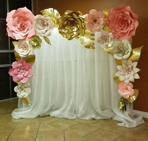 عکس مدل تزئینات بک گراند تولد با گل و تور