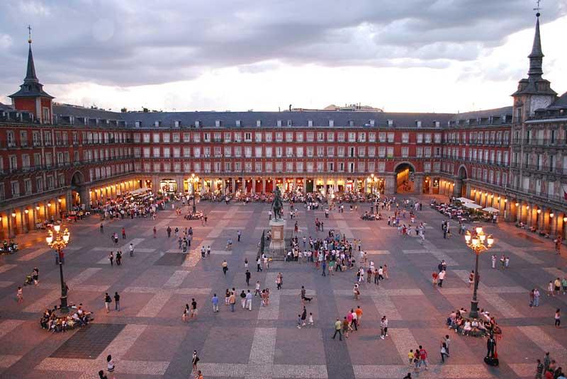 جاذبه های گردشگری بزرگترین شهر اسپانیا