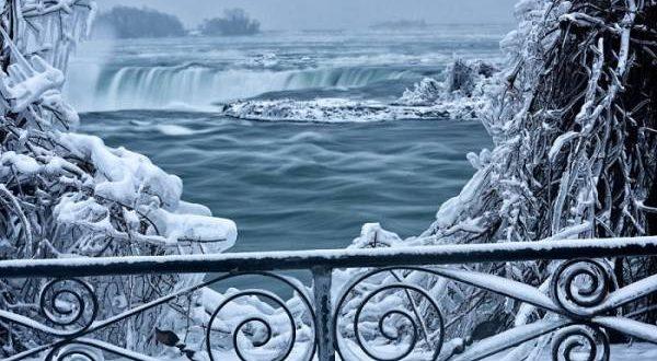 نمای افسانه ای از یخ زدن آبشار نیاگارا