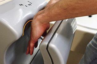 دست خشککن برقی؛ دشمن سلامت-سلامت