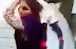 ویدیو جنجالی استفاده زشت مادر از فرزندش در دعوا