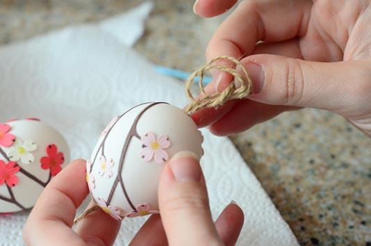 عکس درست کردن تخم مرغ رنگی