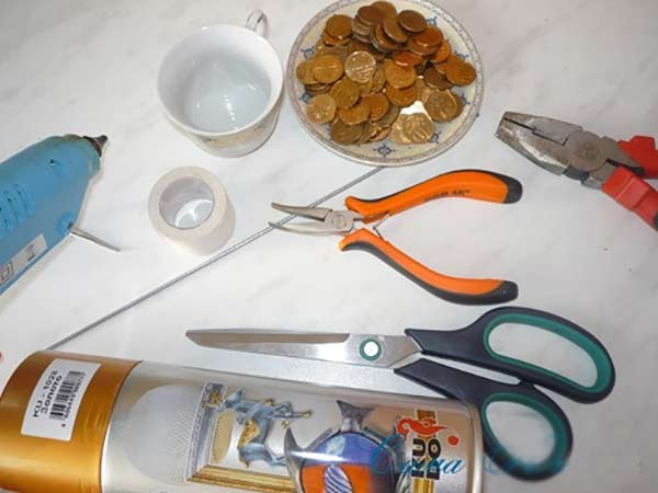 عکس وسایل لازم درست کردن فنجان معلق برای تزیین سفره هفت سین