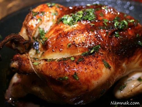مرغ بریان با پریکا و سیر