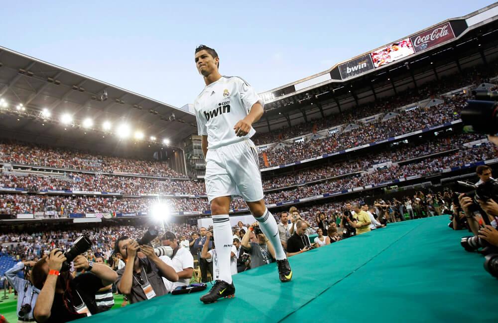 زندگی فوتبالی کریستیانو رونالدو,زندگی نامه کریستیانو رونالدو,معرفی رونالدو در رئال مادرید