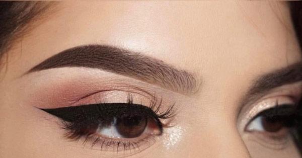 آرایش چشم قهوه ای با سایه رزگلد