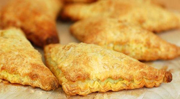 غذا با خمیر یوفکا مثلثی