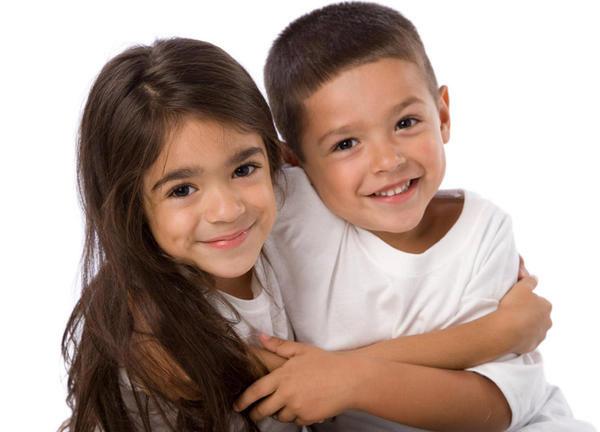 اسم دوقلو دختر و پسر - عکس خواهر و برادر دوقلو