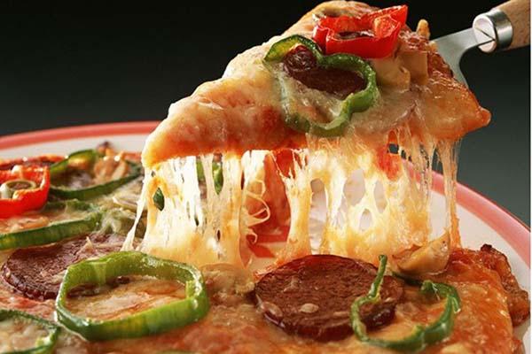 پیتزا پپرونی با خمیر آماده