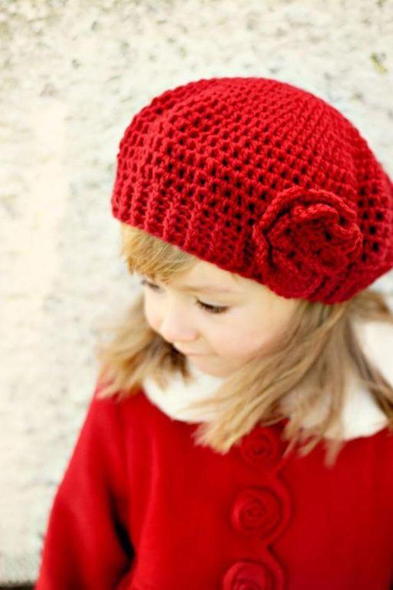 مدل کلاه بافتنی بچه گانه گلدار قرمز