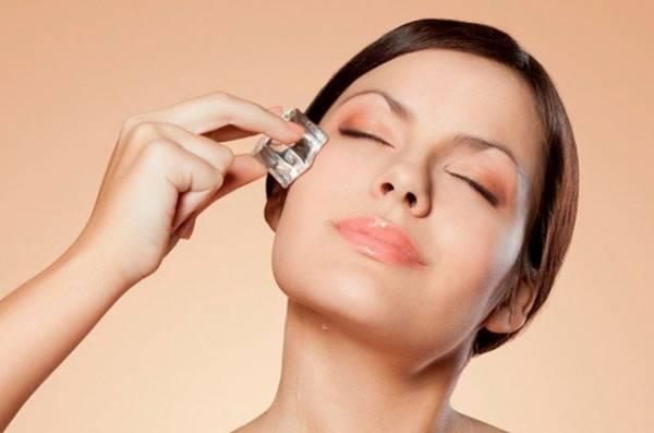یخ درمانی برای از بین بردن لکه های صورت در 3 روز