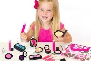 چگونه جلوی آرایش کردن دختران خردسال را بگیریم؟