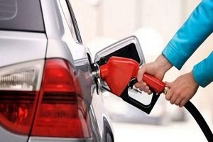 بهای بنزین در آمریکا به خاطر تحریم ایران گران می شود