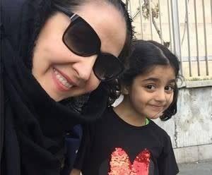 خانوم بازیگر و دخترشبا هم به دانشگاه میروند