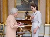 ۱۰ سلبریتی هایی که از ملکه بریتانیا عناوین سلطنتی گرفته اند
