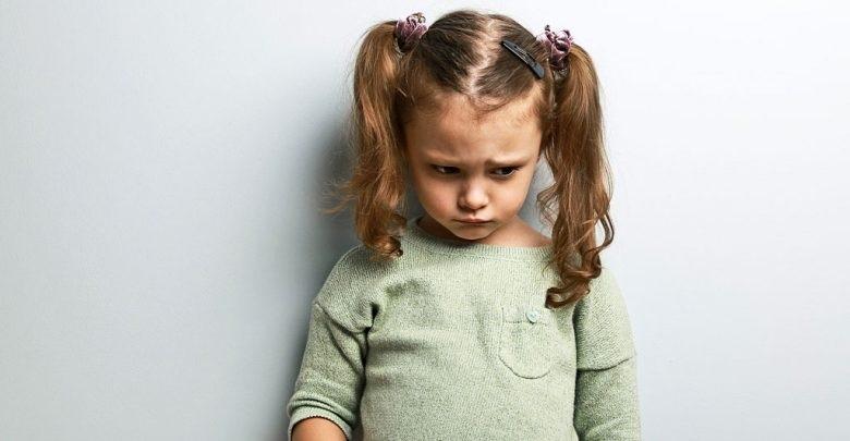 از علل لجبازی کودکان و راهکارهای برخورد