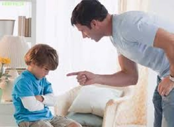 پرهیز از گفتن این جملات مخرب به کودک