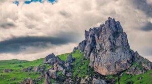کوه بش بارماک داغی