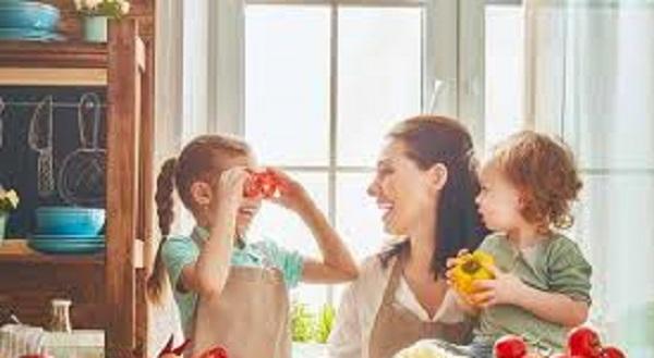 عادت سالمی که والدین باید به کودکان خود بیاموزند