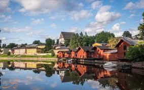 دریاچه زیبا در فنلاند