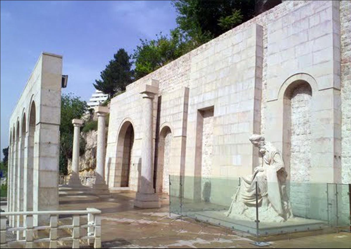 ارامگاه خواجوی کرمانی