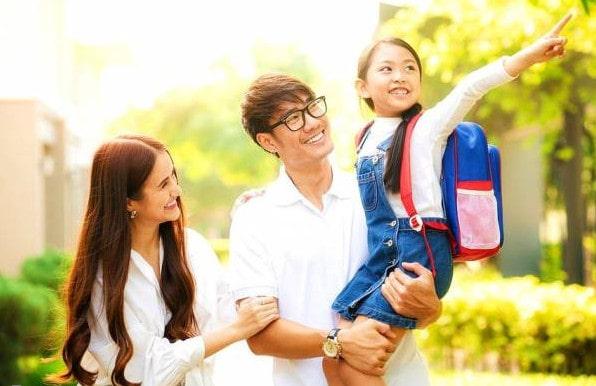 دختران را برای مدرسه اماده کنید