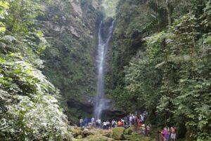 آبشار اهواشیاکو (Ahuashiyacu Waterfall)