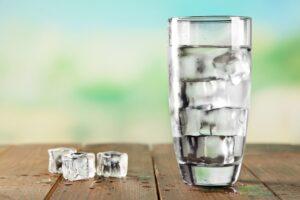 عوارض خوردن آب یخ
