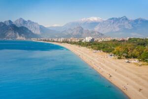 ساحل کنییالتی ، آنتالیا(Konyaalti Beach, Antalya)