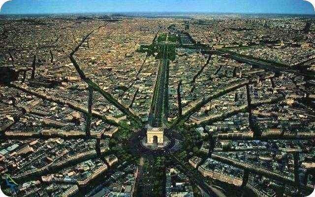 شارل دوگل در پاریس